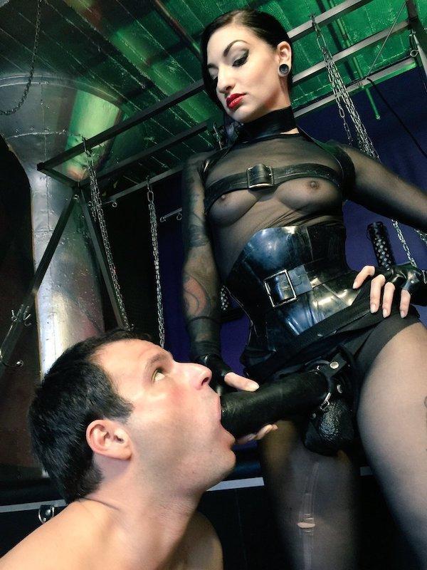 Cybill Troy Dominates New York City Slaves  Hogspy-4390